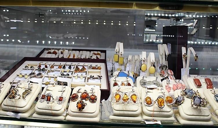 """Фото из торгового зала ювелирного салона """"Престиж-Ювелир"""" в Серпухове серебро комплекты"""