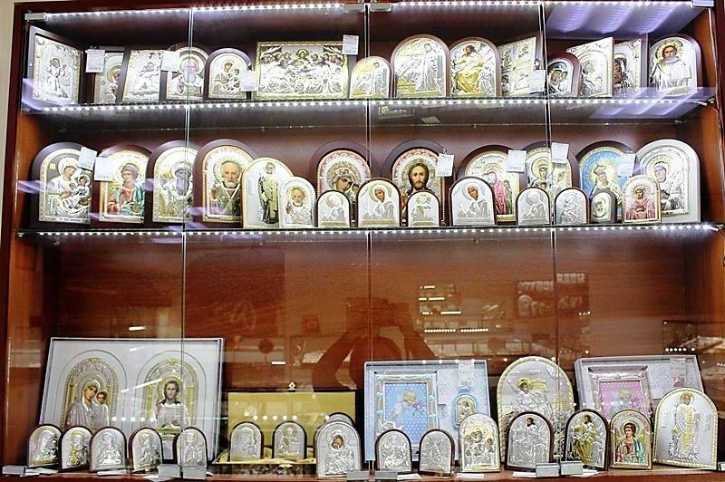 """Фото из торгового зала ювелирного салона """"Престиж-Ювелир"""" в Серпухове серебро иконы"""