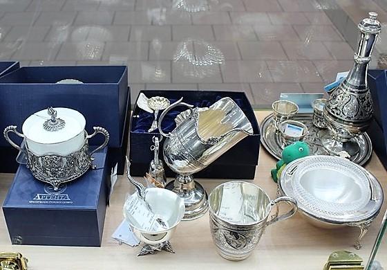 """Фото из торгового зала ювелирного салона """"Престиж-Ювелир"""" в Серпухове серебро столовое"""
