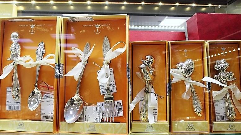 """Фото из торгового зала ювелирного салона """"Престиж-Ювелир"""" в Серпухове серебро столовое серебро"""