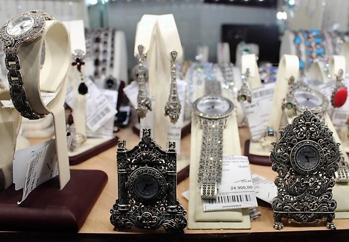 """Фото из торгового зала ювелирного салона """"Престиж-Ювелир"""" в Серпухове серебро часы"""
