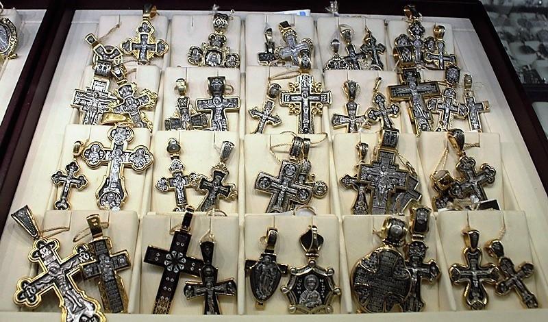 """Фото из торгового зала ювелирного салона """"Престиж-Ювелир"""" в Серпухове кресты серебро"""